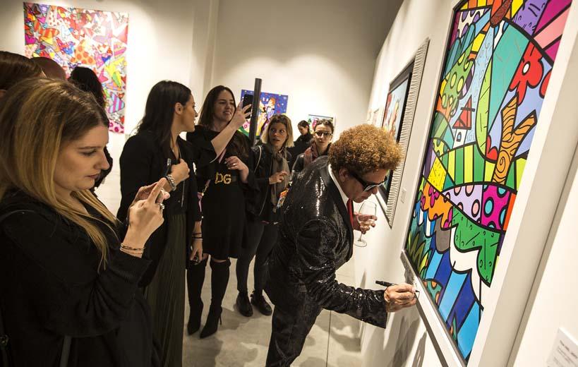 Romero Britto avec l'équipe de la Galerie Deodato Arte